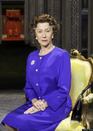 """Helen Mirren caracterizada como rainha Elizabeth 2ª para a peça """"The Audience"""" - Reprodução"""