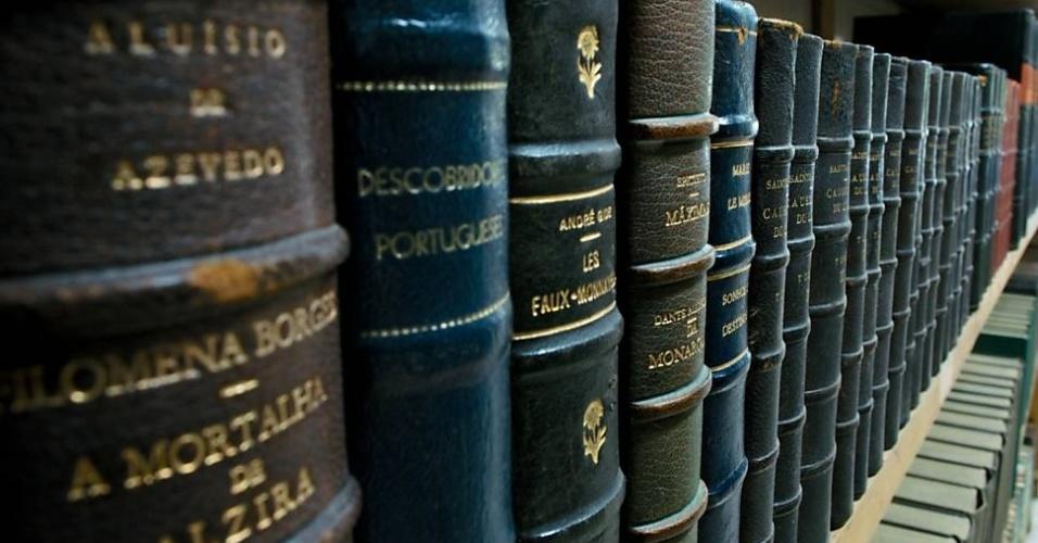 Um metro de livros tem cerca de 30 volumes