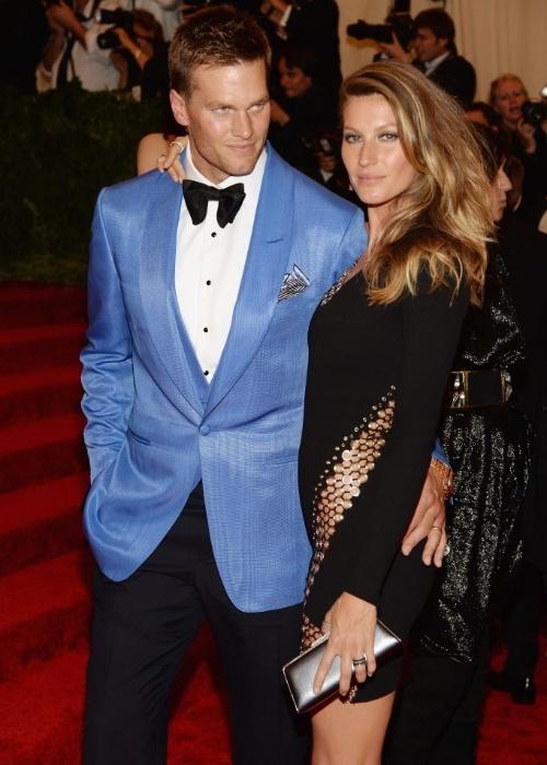 06.mai.2013 - A modelo brasileira Gisele Bündchen é fotografada ao lado do namorado Tom Brady, estrela da NFL, a liga profissional de futebol americano