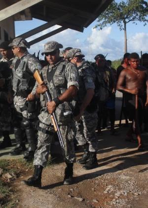 07.mai.2013 - Soldados da Força Nacional vistoriam canteiro da usina de Belo Monte
