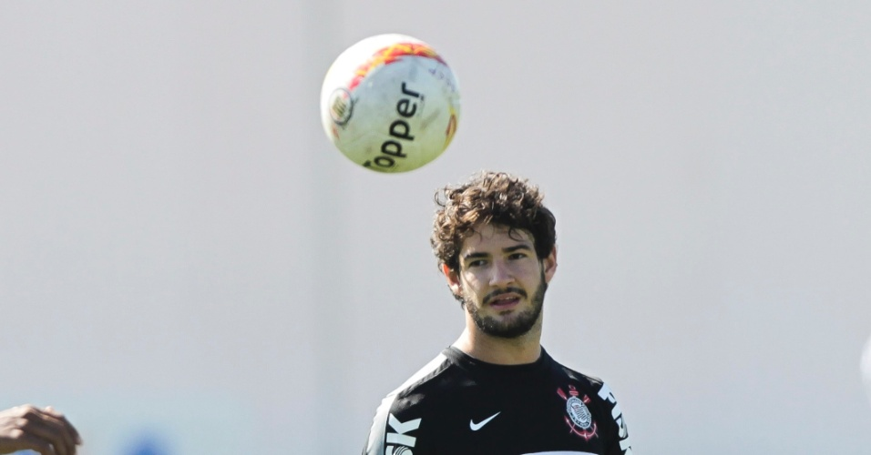 Alexandre Pato treina no CT Joaquim Grava