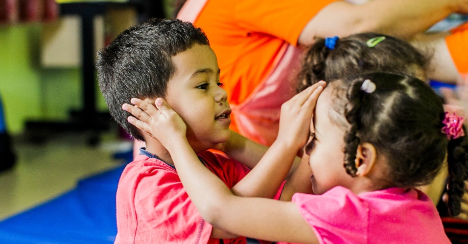 CEI Lar de Crianças Ananda Marga tem aula de yoga na zona norte de SP