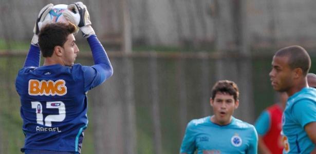 Goleiro Rafael volta a ser relacionado para um jogo após passar por cirurgia em fevereiro deste ano
