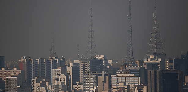 Poluição em manhã de outono paulistana: governo de SP quer padrões mais rigorosos  - Apu Gomes/Folhapress