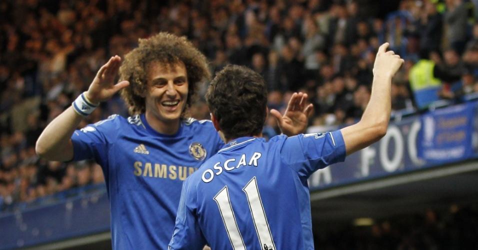 08.mai.2013 - David Luiz e Oscar comemoram o gol marcado pelo camisa 11 do Chelsea na partida com o Tottenham