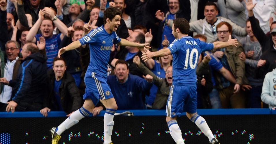 08.mai.2013 - Oscar comemora seu gol com o espanhol Juan Mata
