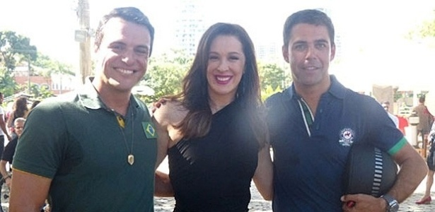 7.mai.2013 - O cavaleiro Doda Miranda posa com Claudia Raia e Rodrigo Lombardi nos bastidores de