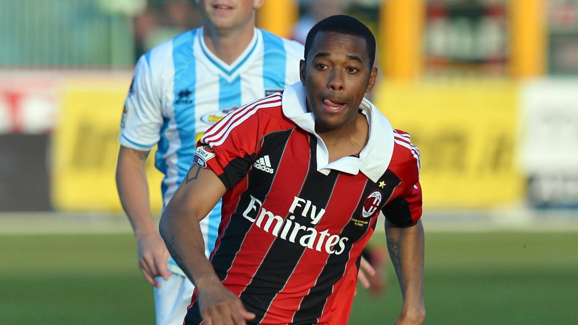 8.mai.2013 - Robinho voltou a ser titular do Milan na partida com o Pescara e deu duas assistências