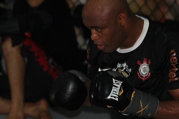 Anderson Silva treina no centro de treinamento do Team Nogueira visando duelo com Chris Weidman, no UFC 162, em julho