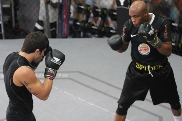 Anderson Silva treinou na tarde desta quarta-feira no centro de treinamento do Team Nogueira, no Rio de Janeiro (RJ)