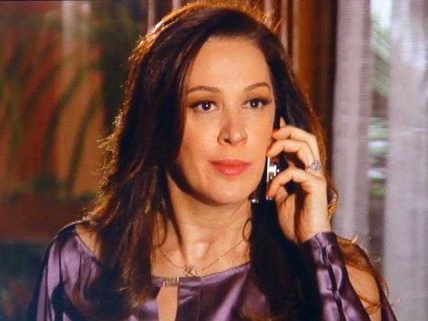 """Em """"Salve Jorge"""", Lívia pede para Russo sequestrar a filha de Morena e Théo"""