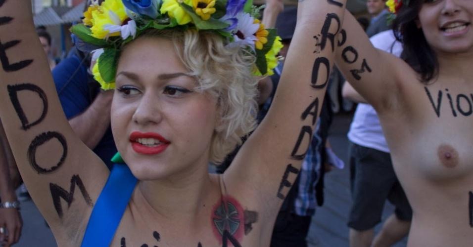 Líder do Femen no Brasil, Sara Winter comanda manifestação em São Paulo