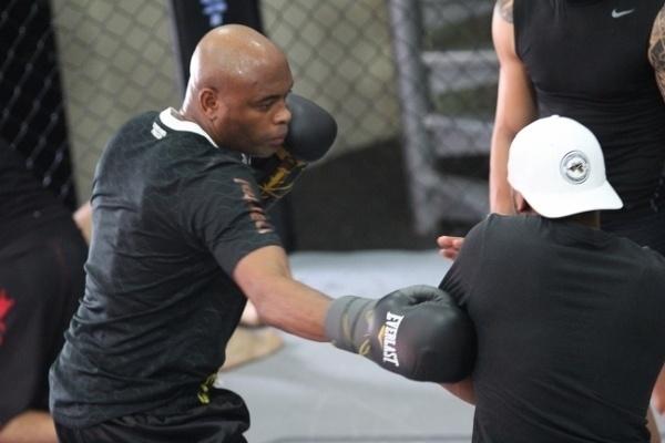 No dia 6 de julho, no UFC 162, Anderson colocará mais uma vez em disputa o cinturão da categoria dos médios, agora contra Chris Weidman