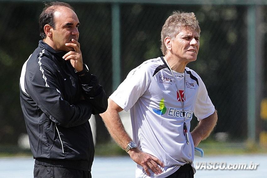 Ricardo Gomes e Paulo Autuori observam o treinamento do Vasco da Gama (08/05/2013)