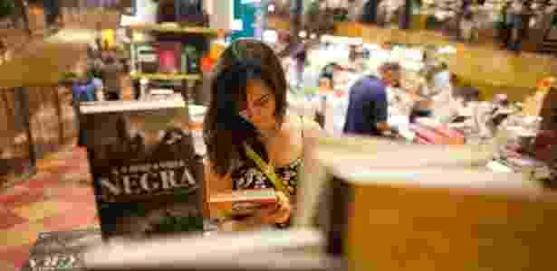 Cliente na Livraria Cultura do Conjunto Nacional, em São Paulo; loja receberá R$ 28 milhões do BNDES para expandir rede - Victor Moriyama/Folhapress