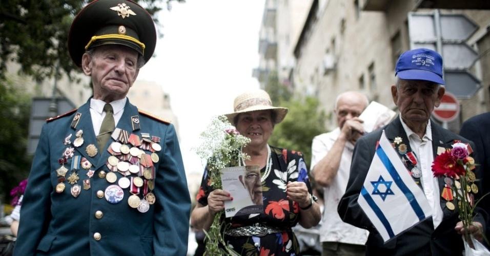9.mai.2013 - Veteranos da Segunda Guerra Mundial participam de comemoração, em Jerusalém, Israel, do 68º aniversário da vitória dos aliados da União Soviética sobre a Alemanha nazista