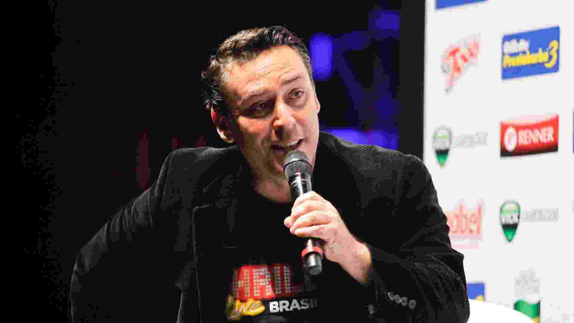 """9.mai.2013 - O produtor da Broadway Brasil, Paulo Leal, fala sobre o espetáculo """"Thriller Live"""" em coletiva de imprensa - Fernando Donasci/UOL"""