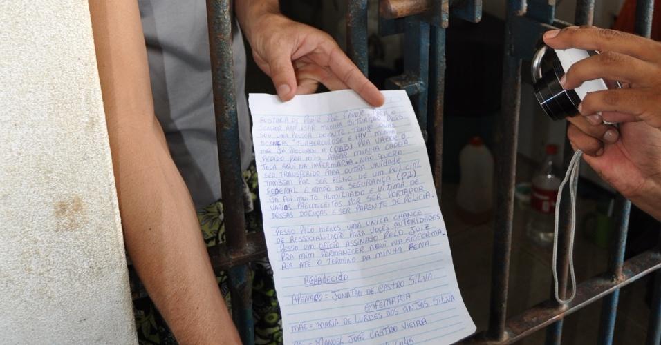 9.mai.2013 - Presos entrega carta para a Comissão de Direitos Humanos Ordem dos Advogados do Brasil, seccional de Rondônia, onde revela que foi ?humilhado por ser portador de Tuberculose e do vírus HIV