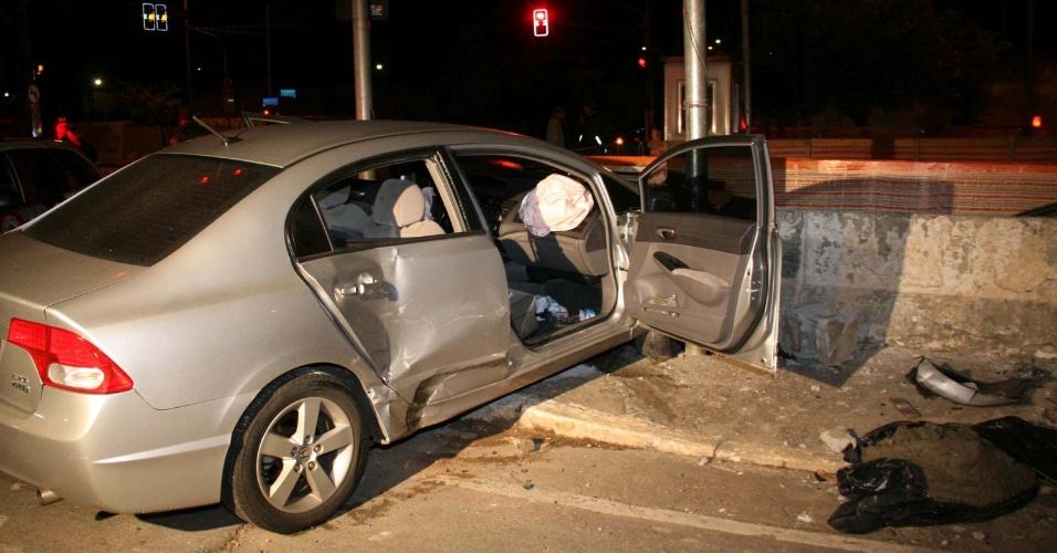 9.mai.2013 - Suspeito de roubar carro foi preso após perseguição na Avenida Jornalista Roberto Marinho, em São Paulo (SP)