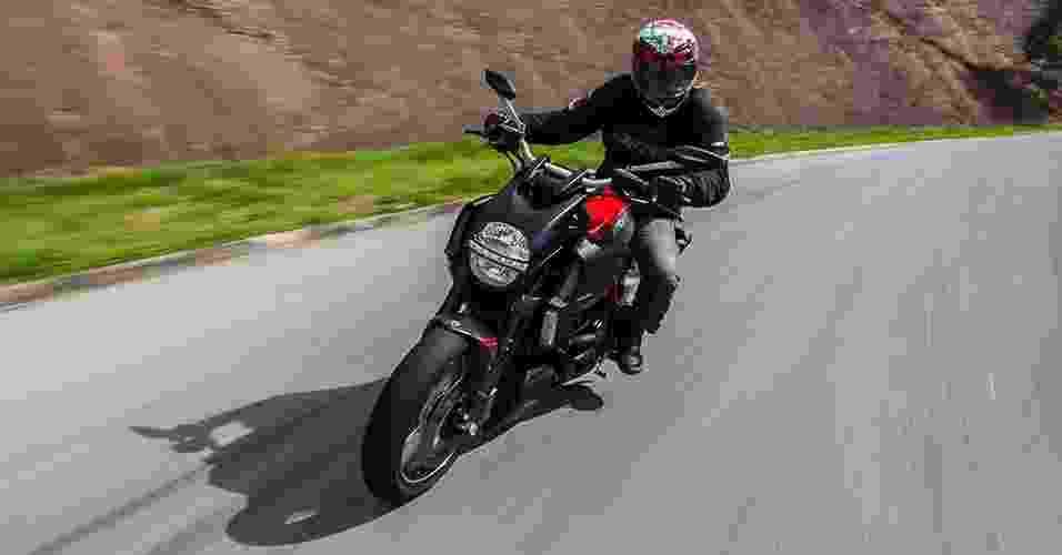 Ducati Diavel Carbon - Doni Castilho/Infomoto