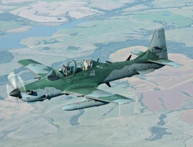 O Super Tucano fará a abordagem de aeronaves lentas, como aviões a hélice, helicópteros, ultraleves e até mesmo aeromodelos