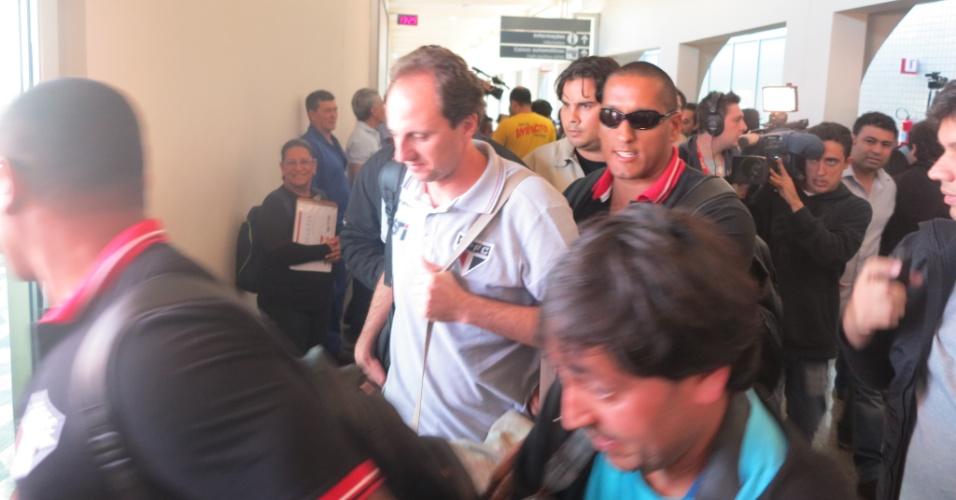 Rogério Ceni disse que já havia conversado com a imprensa na noite de quarta-feira e preferiu sair em silêncio do aeroporto