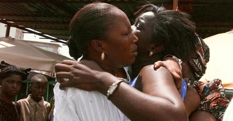 10.mai.2013 - 170º lugar - Gâmbia  Risco de morte materna (1 no número indicado): 56 Taxa de mortalidade entre menores de 5 anos (a cada 1.000 nascidos vivos): 100,6 Expectativa de número de anos na escola: 8,6 PIB per capita nominal (US$): 500 Participação das mulheres no governo nacional (% assentos): 7,5
