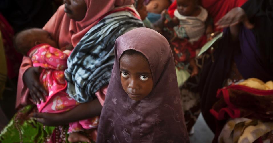 10.mai.2013 - 175º lugar - Somália Risco de morte materna (1 no número indicado): 16 Taxa de mortalidade entre menores de 5 anos (a cada 1.000 nascidos vivos): 180,0 Expectativa de número de anos na escola: 2,4 PIB per capita nominal (US$): 110 Participação das mulheres no governo nacional (% assentos): 13,8