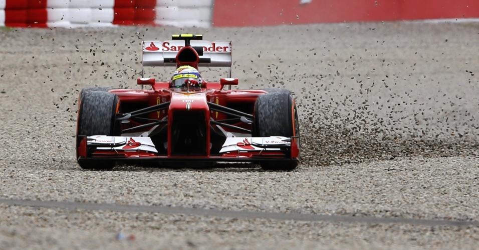 10.mai.2013 - Felipe Massa 'passeia' fora da pista de Barcelona durante treinos livres para o GP da Espanha