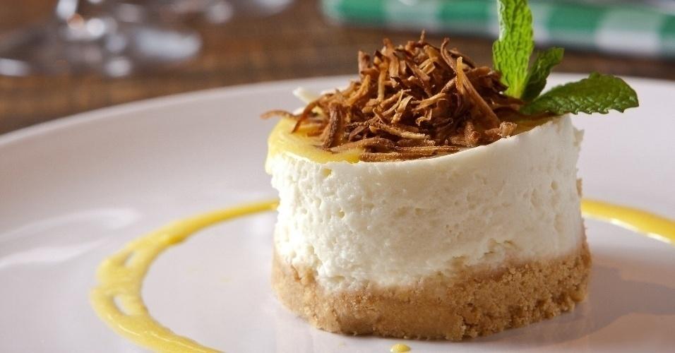 Torta Mousse de Coco Queimado com Baba de Moça
