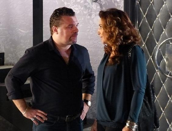 """11.mai.2013 - Em """"Salve Jorge"""", Wanda e Russo planejam matar Lívia"""