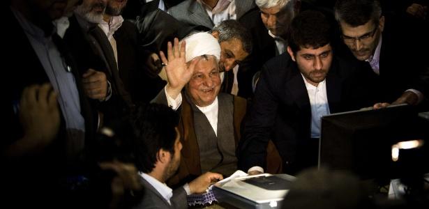 O ex-presidente iraniano Rafsanjani (centro) em 2013