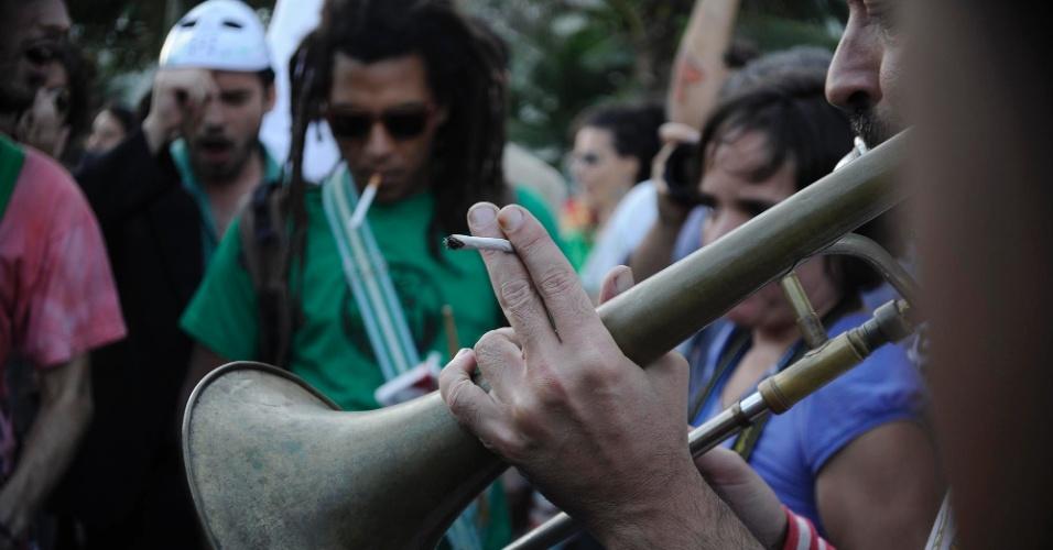 11.mai.2013 - Manifestantes participam da concentração para a Marcha da Maconha, em Ipanema, na zona sul do Rio de Janeiro, neste sábado (11). O ato pede a legalização do uso da maconha no Brasil