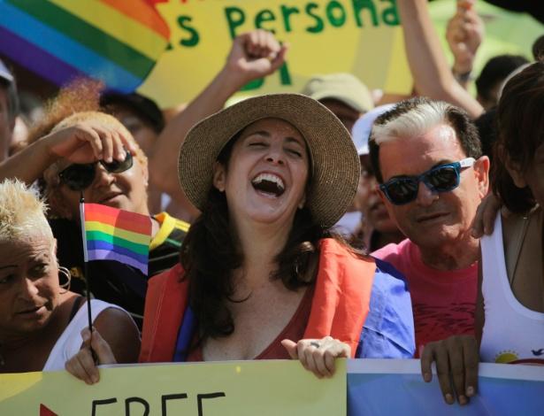 Mariela Castro (de chapéu), sexóloga e deputada da Assembleia Nacional de Cuba, participa da Marcha contra a Homofobia, em Havana