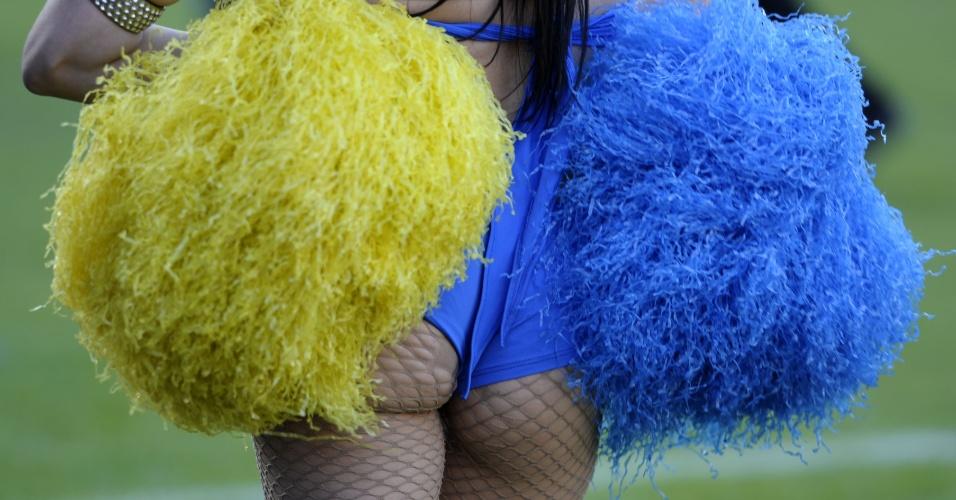 5.mai.2013 - Cheerleader do Boca Juniors atua na partida contra o River Plate em La Bombonera pelo Campeonato Argentino