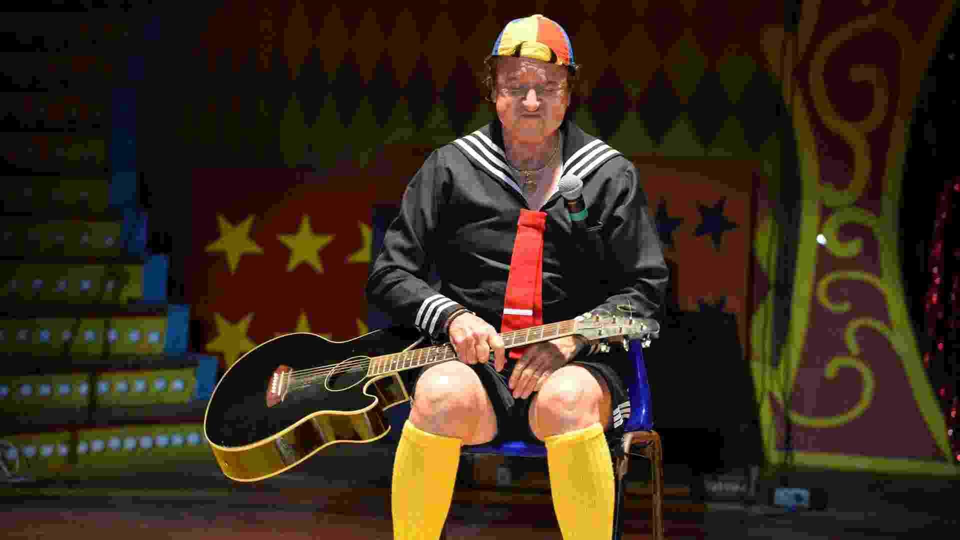 """11.mai.2013 - O ator Carlos Villagrán apresenta o """"Show do Kiko"""" em um circo do Rio de Janeiro. A apresentação foi a última da carreira do ator do seriado """"Chaves"""" - André Lobo/UOL"""