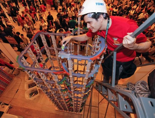 11.mai.2013 - Recorde da mais alta pista de brinquedo para trens