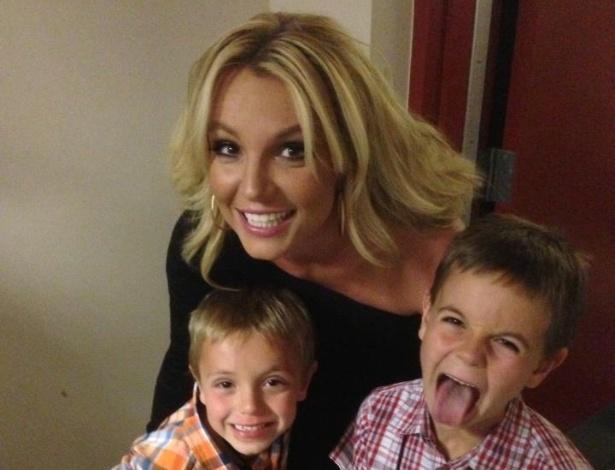 12.mai.2013 - Britney Spears ao lado dos filhos em foto de 2013 - Reprodução/Facebook