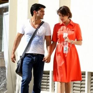 12.mai.2013 - Deborah Secco vai a igreja com o novo namorado, Allyson Castro, no Recreio dos Bandeirantes