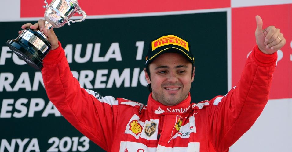 12.mai.2013 - Em seu primeiro pódio nesta temporada, Felipe Massa comemora o terceiro lugar no GP da Espanha