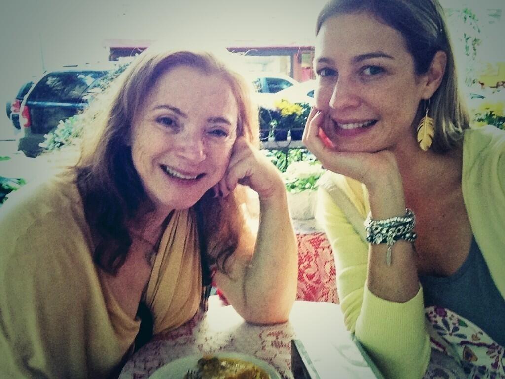 12.mai.2013 - Luana Piovani publica foto ao lado da mãe