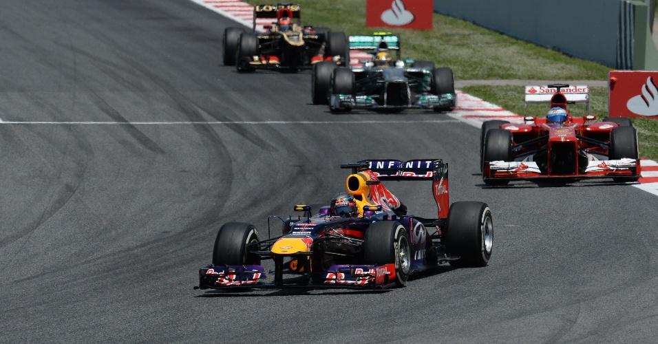 12.mai.2013 - Sebastian Vettel pulou para a segunda posição após a largada do GP da Espanha