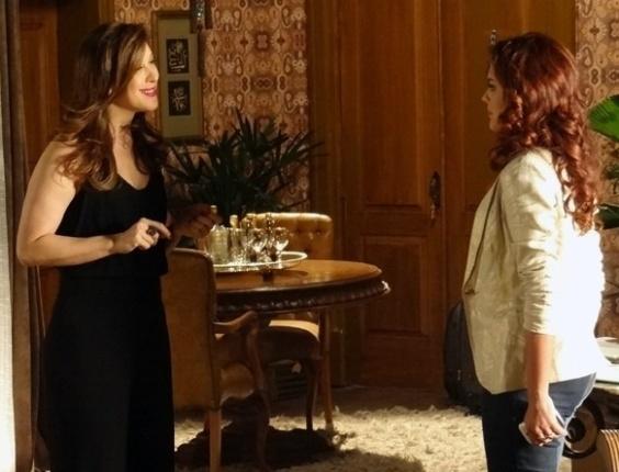 """Em """"Salve Jorge"""", Lívia diz a Rosângela que é tarde para sair da quadrilha"""