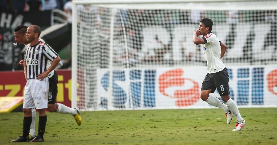 Paulinho comemora gol do Corinthians contra o Santos na final do Campeonato Paulista