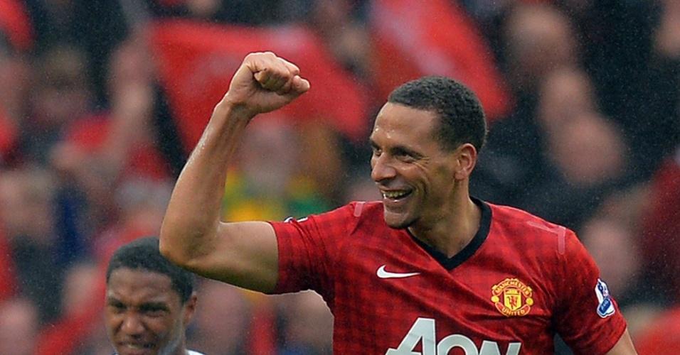 Rio Ferdinand comemora o gol da vitória do Manchester United