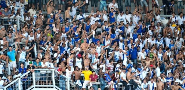 Torcida do Cruzeiro durante o clássico com o Atlético-MG no Independência