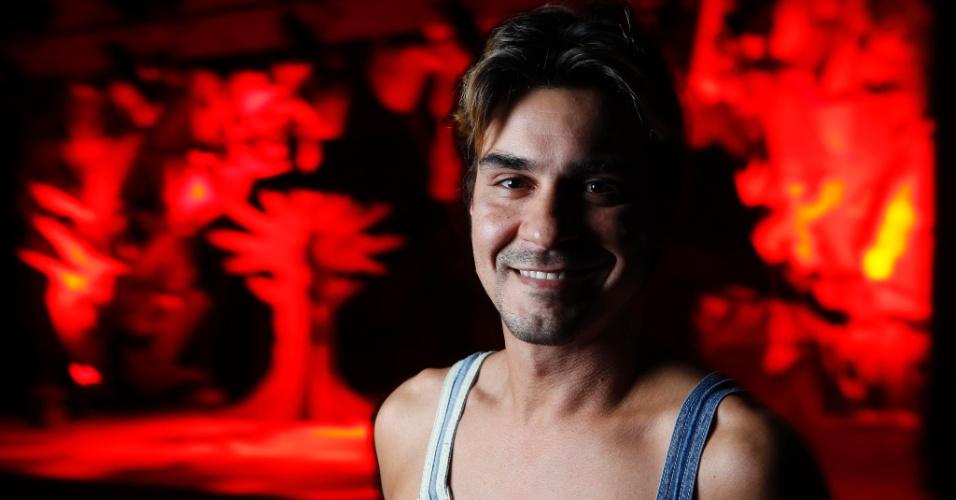 11.mai.2013 - André Gonçalves recebeu a reportagem do UOL no Teatro Antonio Fagundes, no Rio. Durante a entrevista, o ator contou que o