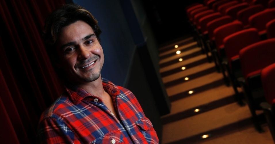 11.mai.2013 - André Gonçalves recebeu a reportagem do UOL no Teatro Antonio Fagundes, no Rio. Durante a entrevista, o ator contou que pretende se dedicar mais ao teatro