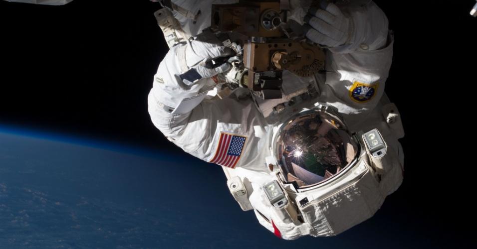 11.mai.2013 - Os norte-americanos Tom Marshburn e Chris Cassidy (foto) fizeram uma caminhada espacial de emergência para substituir uma bomba do sistema de alimentação da Estação Espacial Internacional (ISS, na sigla em inglês) e deter um vazamento de amônia