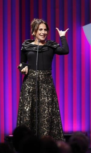 """13.mai.2013 -  A atriz Totia Meirelles ganha prêmio de melhor atriz coadjuvante por Wanda de """"Salve Jorge"""" no 15º Prêmio Contigo!"""